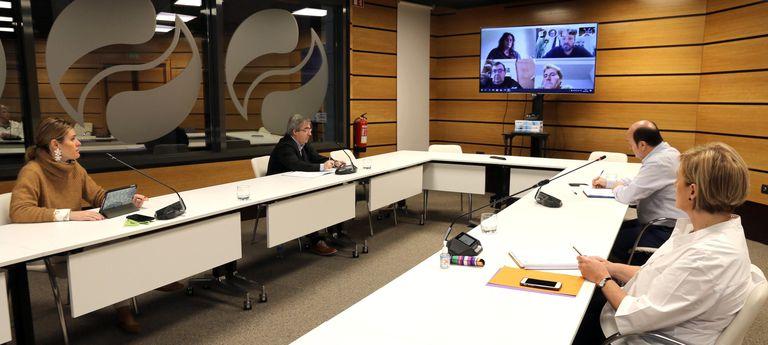 El presidente del PNV Andoni Ortuzar,junto a los miembros del EBB en la sede de su partido este lunes, donde han realizado una reunión por videoconferencia.