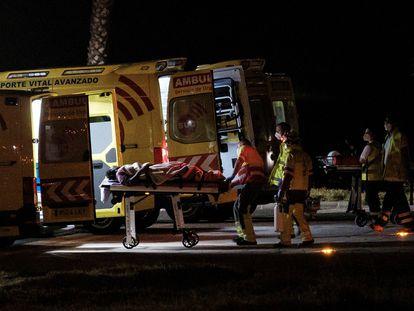 Llegada del helicóptero del servicio de búsqueda y rescate (SAR) del Ejército del Aire al helipuerto del Hospital Doctor Negrín de Las Palmas de Gran Canaria.