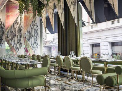 El restaurante Rómola gozó, durante unos meses, de ser uno de los sitios más 'instagrameables' de Madrid. Su techo de mármol era una de las razones.