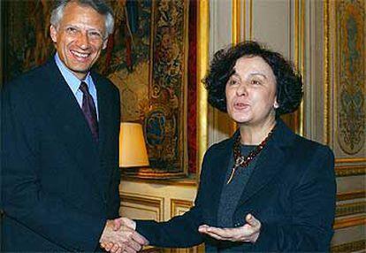 El ministro de Exteriores francés, Dominique de Villepin, junto a su homóloga española, Ana Palacio, ayer en París.