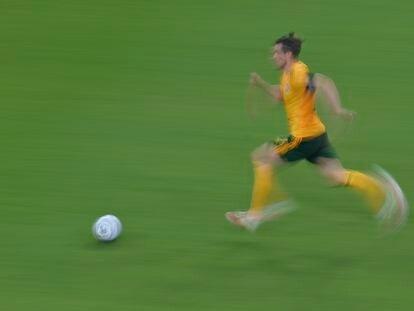 Gareth Bale, en una cabalgada durante el Gales-Turquía.