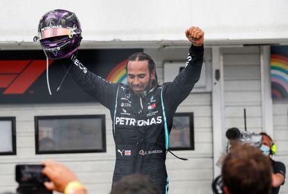 Hamilton celebra la victoria en el GP de Hungría.