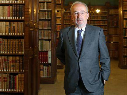 Santiago Muñoz Machado, en la biblioteca de la Real Academia.