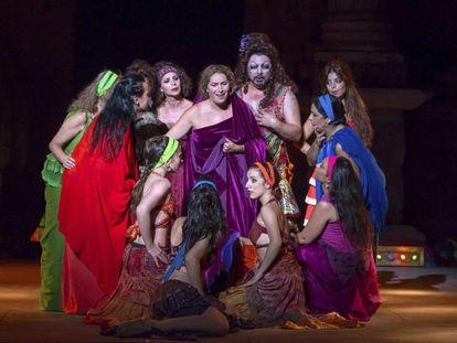 Un momento de la obra 'La guerra de las mujeres' en el Festival de Mérida.