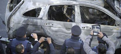 Policías sacan fotos a la escena de un crimen este enero en las afueras de México DF.