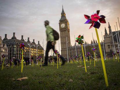 Campaña a favor de la inversión pública en la energía eólica, en Londres en 2016.