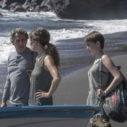 Alfredo Castro, Juana Acosta y María Romanillos, en 'Las consecuencias'.