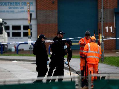 La policía británica, en el polígono de Essex, a finales de octubre.