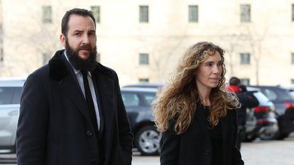 Borja Thyssen y su esposa, Blanca Cuesta, durante el funeral de la infanta Pilar de Borbón en Madrid, el 29 de enero de 2020.