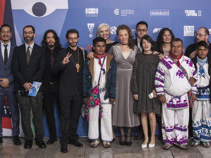 El elenco de la película 'El sueño del marakame', ganadora en la categoría de mejor ópera prima.