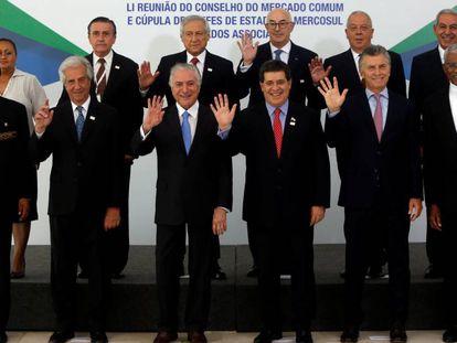 Los representantes de los países de Mercosur posan durante la cumbre celebrada el 21 de diciembre en Brasilia.