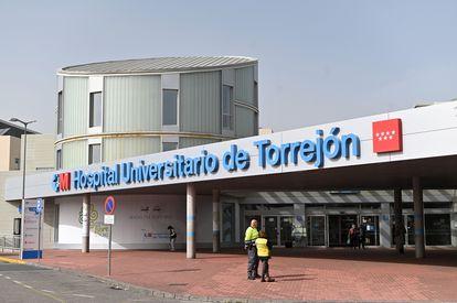 Vista exterior del Hospital Universitario de Torrejón (Madrid). Fernando Villar (EFE)