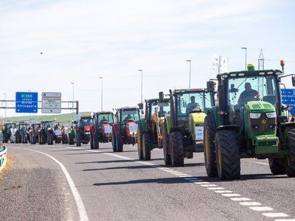 Tractorada  desde  el Circuito de Velocidad hasta el centro de Jerez de la Frontera Jerez, organizada por las organizaciones representativas del sector agrario de Cádiz para protestar contra el decreto de convergencia de la PAC