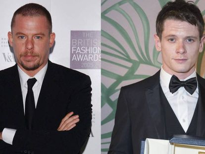 El diseñador Alexander McQueen y, a la derecha, el actor Jack O'Connell