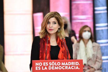 La número dos de la lista madrileña del PSOE, Hana Jalloul, en un acto electoral en Madrid, el día 28.
