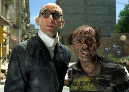 Benito Pocino (Mortadelo), a la izquierda, y Pepe Viyuela (Filemón) , en una secuencia de <b></b><i>Mortadelo y Filemón.</i>