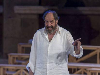 José María Pou, durante la representación de la la obra 'Sócrates. Juicio y muerte de un ciudadano', en Mérida en 2015.