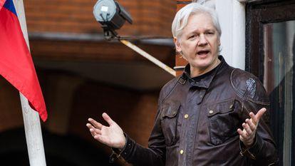 Julian Assange, en la Embajada de Ecuador en Londres en mayo de 2017.