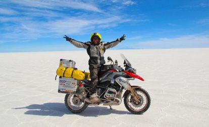 Miquel Silvestre en el desierto de sal más grande del mundo en Bolivia.