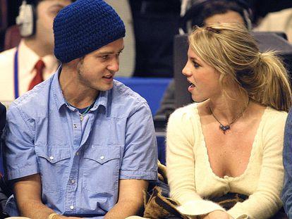 Britney Spears y Justin Timberlake, cuando aún eran pareja, en 2002.
