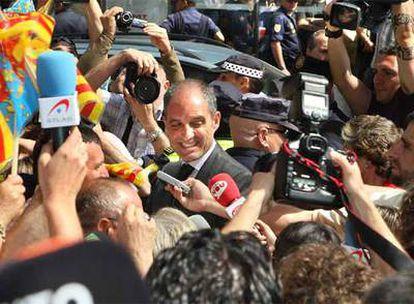 Camps, a la salida del TSJ de Valencia, tras comparecer ante en el juez