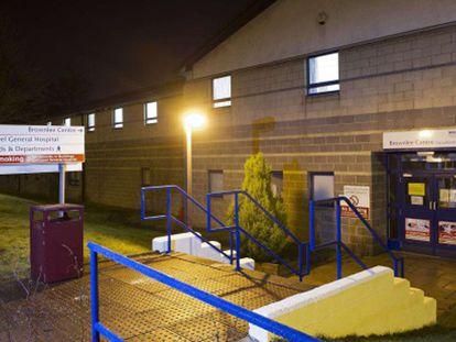 Exterior del centro sanitario donde está siendo tratado el paciente.