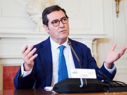 El presidente de CEOE, Antonio Garamendi, en el seminario 'La economía de la pandemia' organizado por APIE y BBVA en la UIMP de Santander.