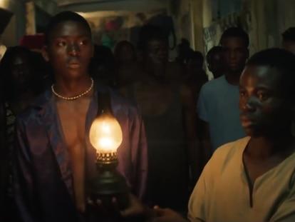Fotograma de la película 'La noche de los reyes',  de Philippe Lacôte.