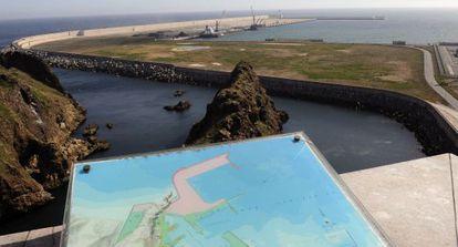 La ampliación del Puerto del Musel, en Gijón, origen de una demanda de 350 millones de euros en el que colabora un abogado del Estado en excedencia.