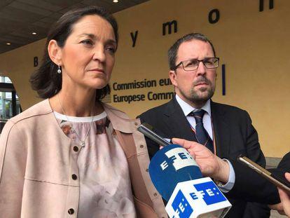 Reyes Maroto, con el secretario de Estado de Industrioa, Raül Blanco, este jueves en Bruselas.