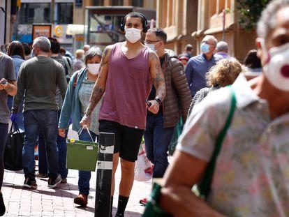 Ambiente en las calles de Terrassa (Barcelona) este lunes.