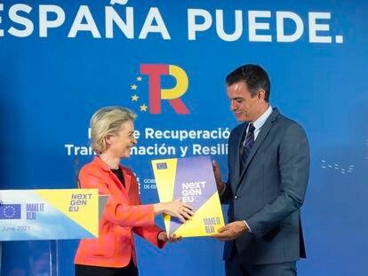 La presidenta de la Comisión Europea, Ursula von der Leyen, y el presidente español, Pedro Sánchez, en Madrid este 16 de junio.