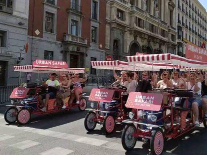 """Tours en tándem de """"bicibirras""""."""