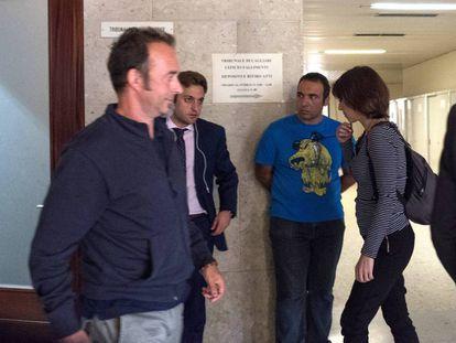 Arcuri y Rivas se cruzan en un juicio en Caglari (Italia) el pasado octubre.