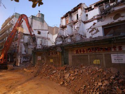 Empiezan las obras de demolición de uno de los hoteles.