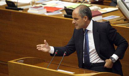 El presidente Camps debate en las Cortes valencianas.
