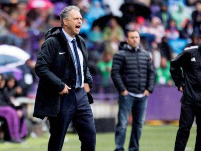 Caparrós, en la banda del estadio de Zorrilla. En vídeo, el anuncio de Caparrós en rueda de prensa después del partido contra el Valladolid.