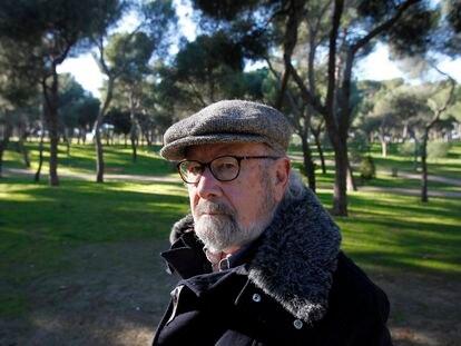 Caballero Bonald, en el parque de la Dehesa de Madrid, en 2001.