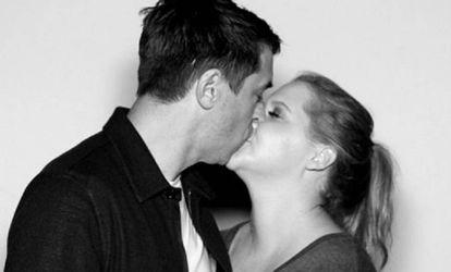 Amy Schumer y su novio Chris Fisher en una imagen de Instagram.