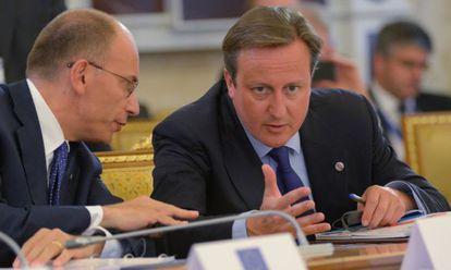 El primer ministro británico, David Cameron, con su homólogo italiano, Enrico Letta.
