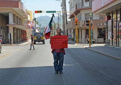 Un ciudadano se manifiesta contra la corrupción en México.