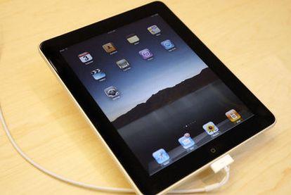 Abajo, el iPad, que sale a la venta en España.