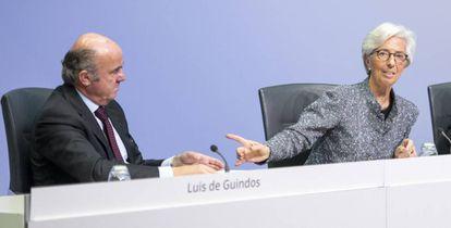 La presidenta del BCE, Christine Lagarde, y el vicepresidente de la entidad, Luis de Guindos, tras una reunión el año pasado.