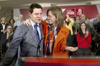 Chacón y el alcalde de Toledo, García Page, ayer en un encuentro con delegados de Castilla-La Mancha.