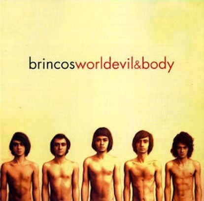 Esta fue la portada ideada por el grupo, que solo se editó para el mercado estadounidense. Fue la versión en inglés, titulada 'World, Devil & Body'.