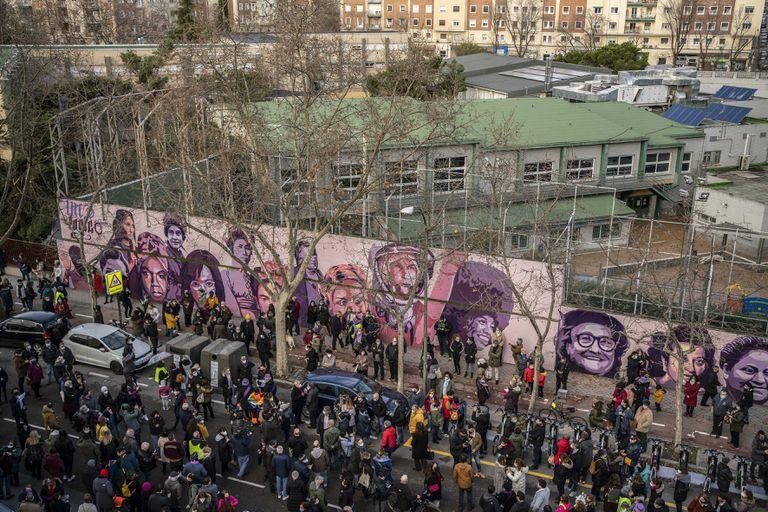 Vox lleva a PP y CS a tapar una obra contra el machismo | Madrid | EL PAÍS