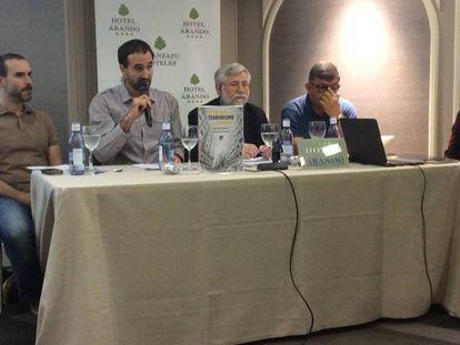 Gaizka Fernández Soldevilla, Raúl López Romo, Florencio Domínguez y Teo Uriarte (de iquierda a derecha), en la presentación del libro 'Memorias del terrorismo en España'.