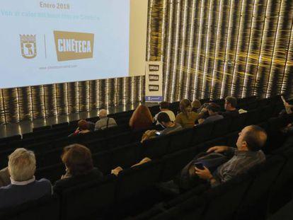 Espectadores en la Cineteca de Matadero en Madrid.