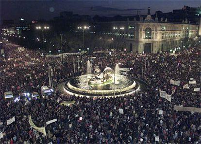 Aspecto de la manifestación a su paso por Cibeles.