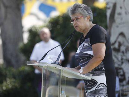Pilar Vera, presidenta de la asociación de afectados por el accidente de Spanair, en el homenaje a las víctimas este lunes.